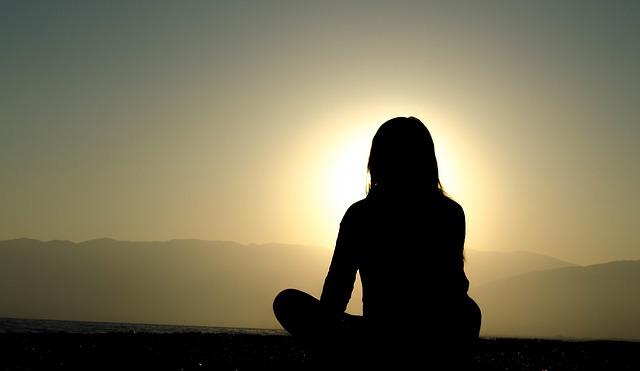 瞑想で睡眠の質を上げる