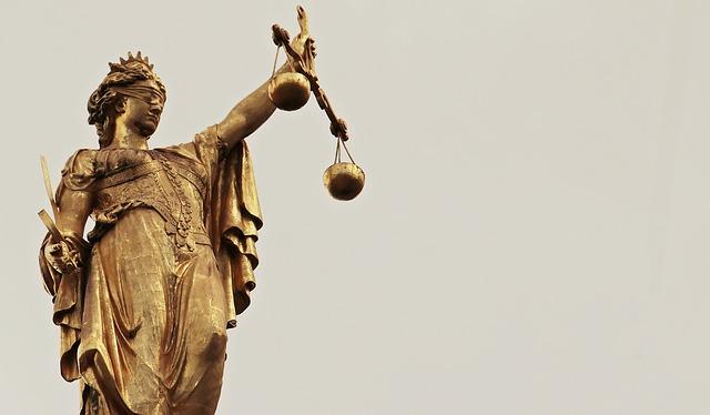 誹謗中傷には法的に対処を