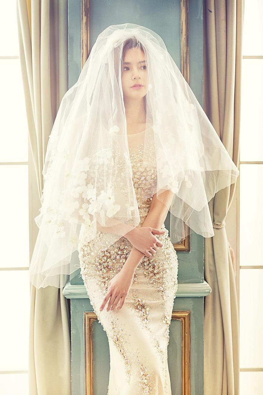 恋を引き寄せるウェディングドレスの待受