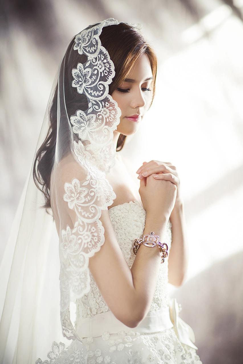 恋が叶うウェディングドレスの壁紙