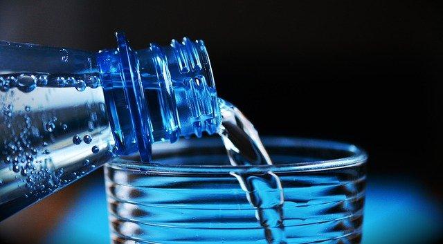 朝の開運習慣:水を飲む